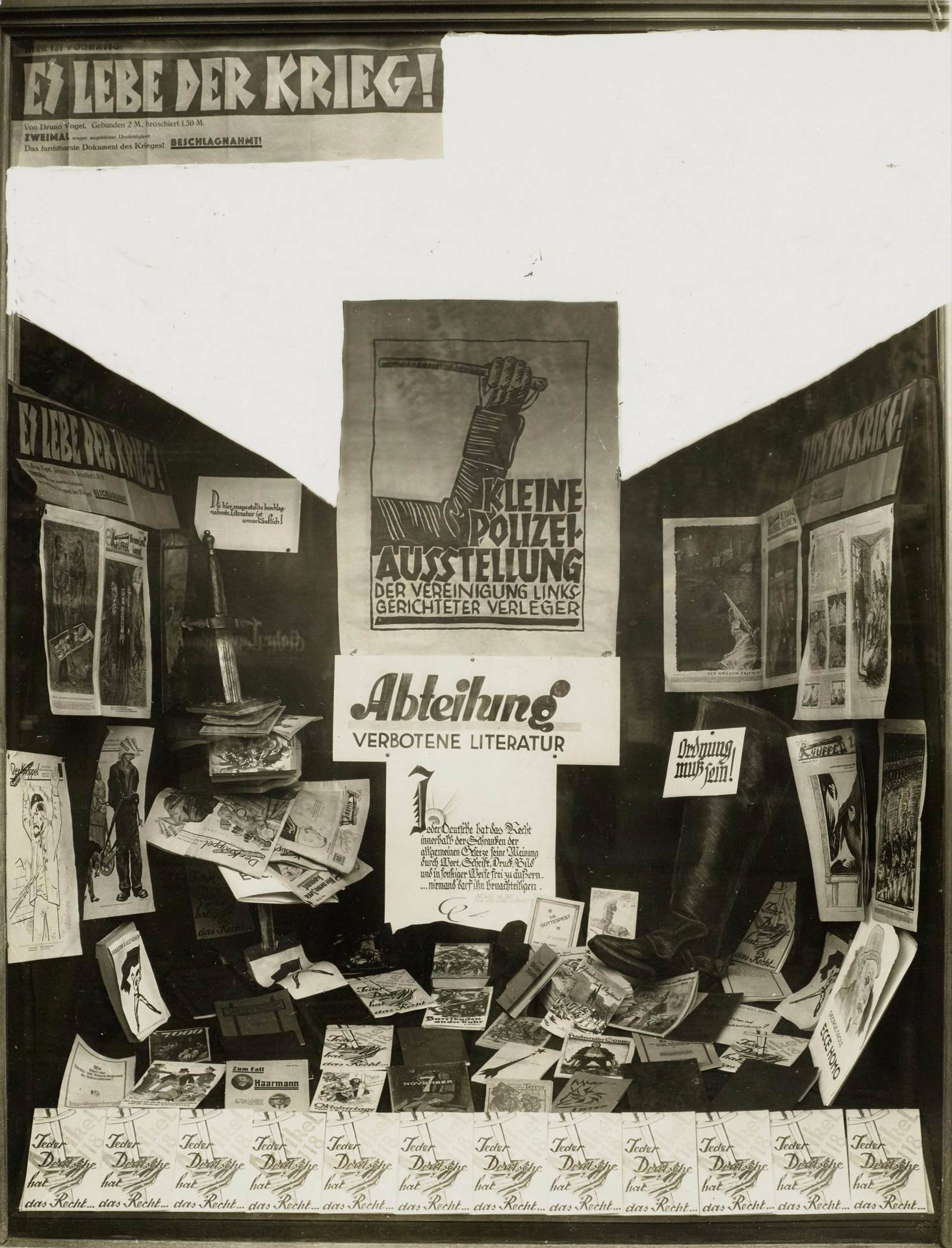Shop window design with books by Malik-Verlag on the subject of censorship, Berlin, 1926
