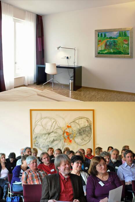 """Ein Werk von Maximilian Horch schmückt ein Gästezimmer im Jahr 2009 neu errichteten Südflügel (oben, Foto: Wilfried Gronwald). Das Werk """"Orange"""" von Karl Vollmer hängt in einem Tagungssaal (unten, Foto: Giacinto Carlucci)."""