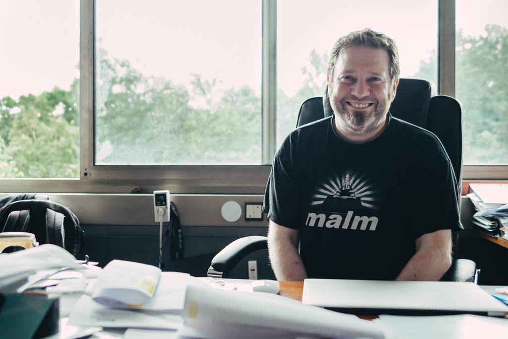 Geschäftsführer Joachim Schulz in seinem Büro