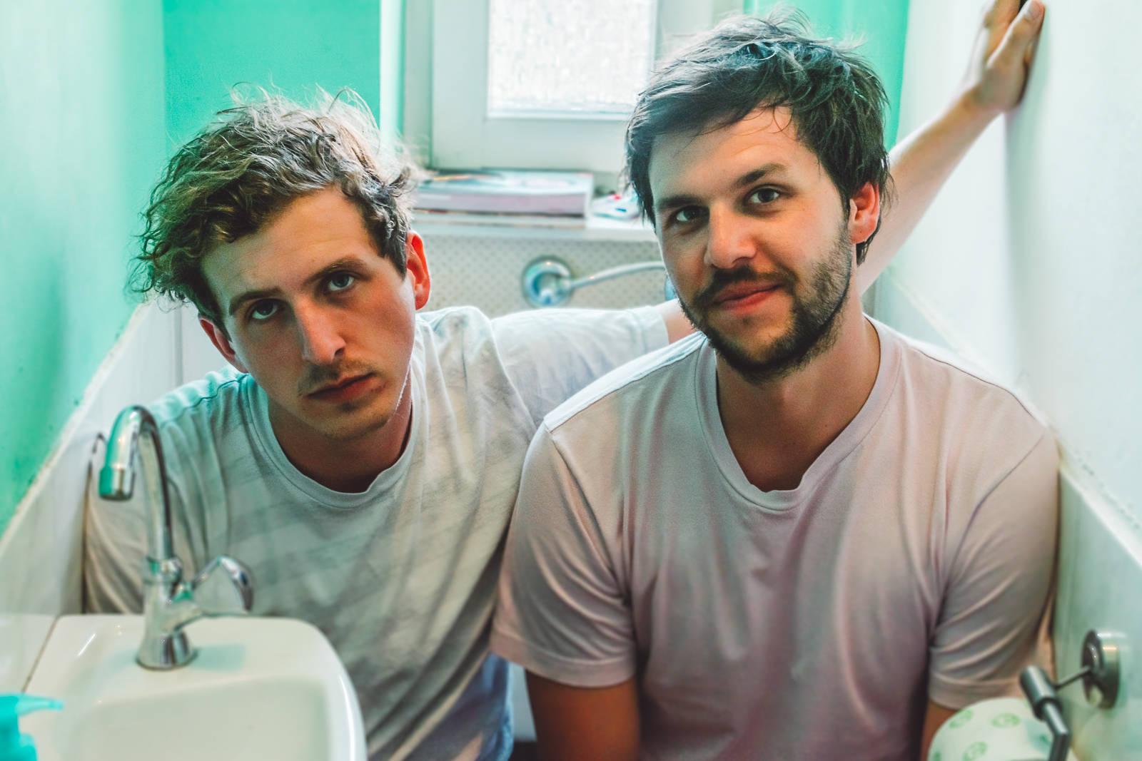 """Jonas Hauselt und Florian Dziajlo sind Teil der Nürnberger Indie-Band """"A Tale of Golden Keys"""""""