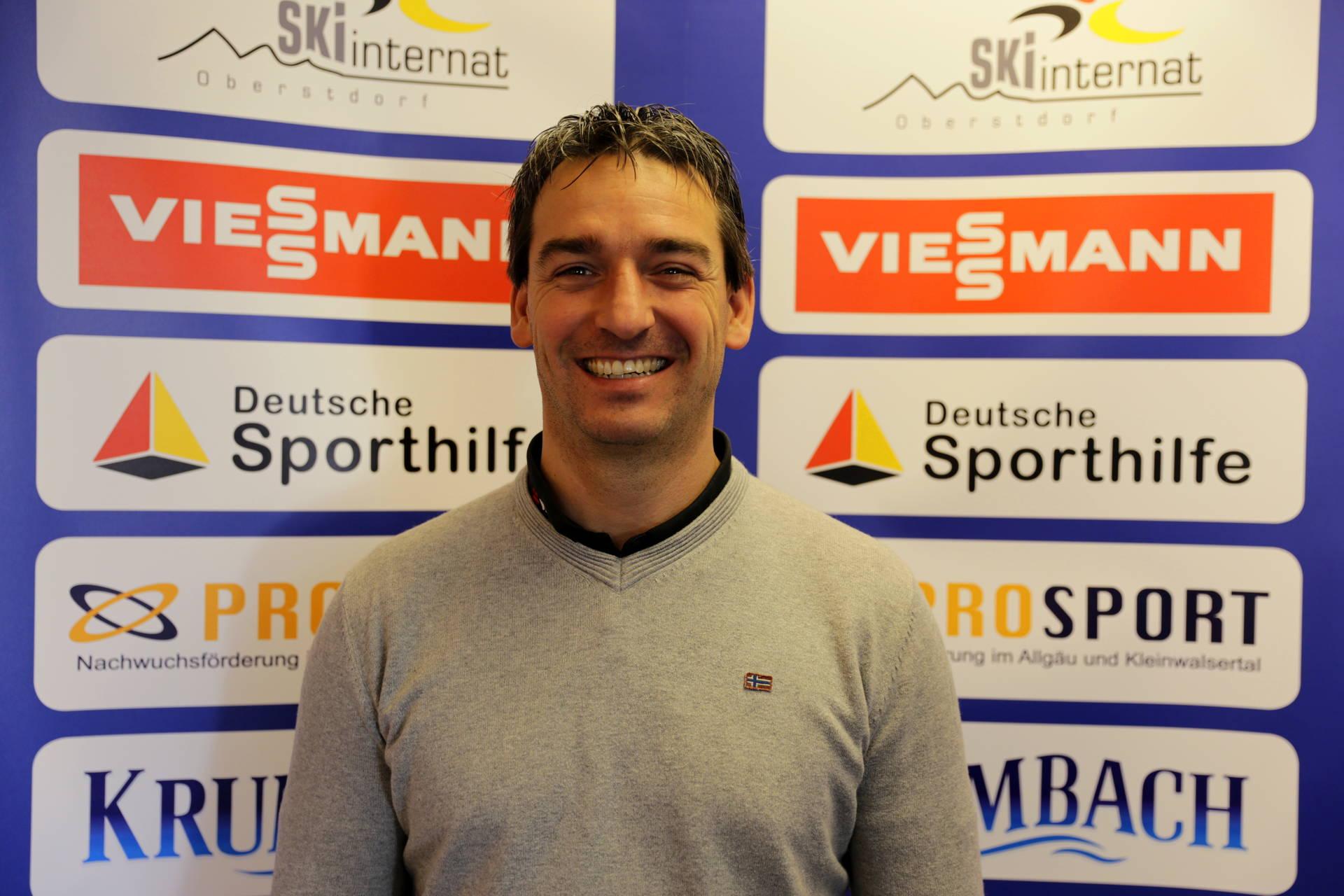 Peter Bösl ist als Geschäftsführer für den wirtschaftlichen Betrieb und als Internatsleiter für die pädagogische Betreuung der Mitarbeiter und Athleten zuständig.
