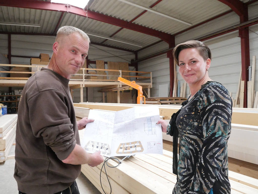 Johann Betcher (links, mit seiner Frau Geraldine) hat dank der Software keine 18-stündigen Arbeitstage mehr.