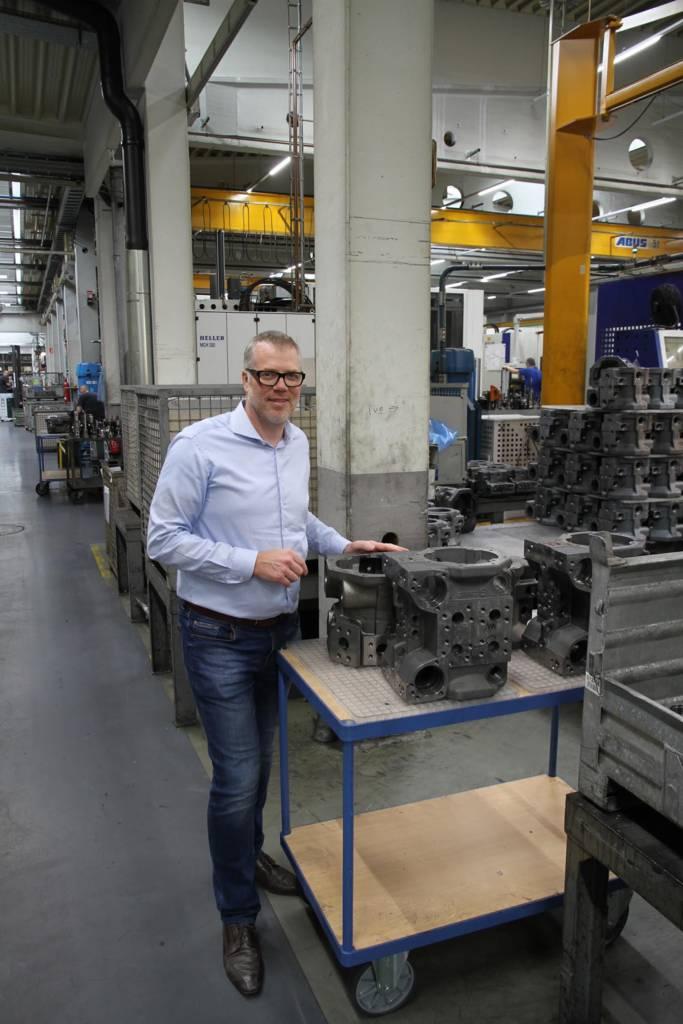 Frank Lindenmann, Chef von Lindenmann Präzisionsfertigung, eines in Blaustein (Alb-Donau-Kreis) ansässigen Lohnfertigers für hochgenaue Frästeile.
