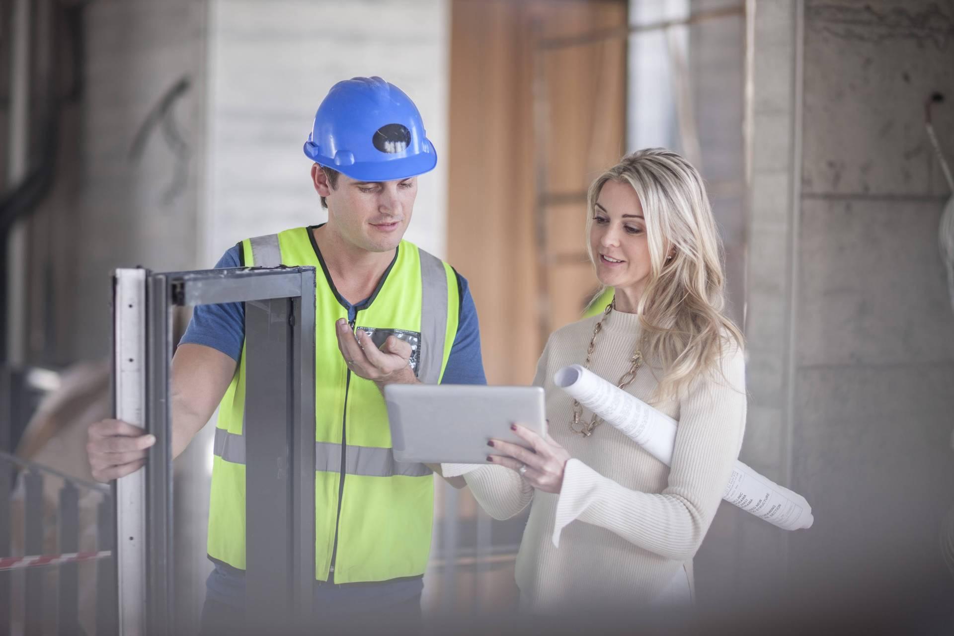 Um einen Eindruck der Arbeit zu bekommen, kann man sich die Firma vor Ort anschauen oder nach einem Beispielprojekt fragen.