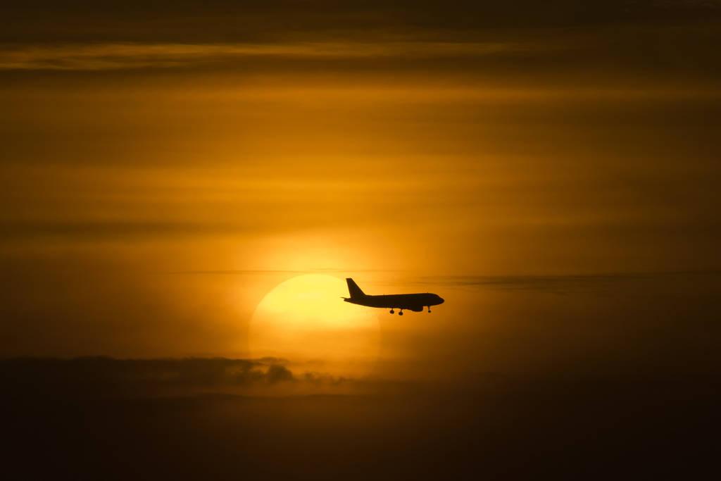 Endlich Urlaub: Mit dem Flugzeug der Sonne entgegen. (Foto: dpa)