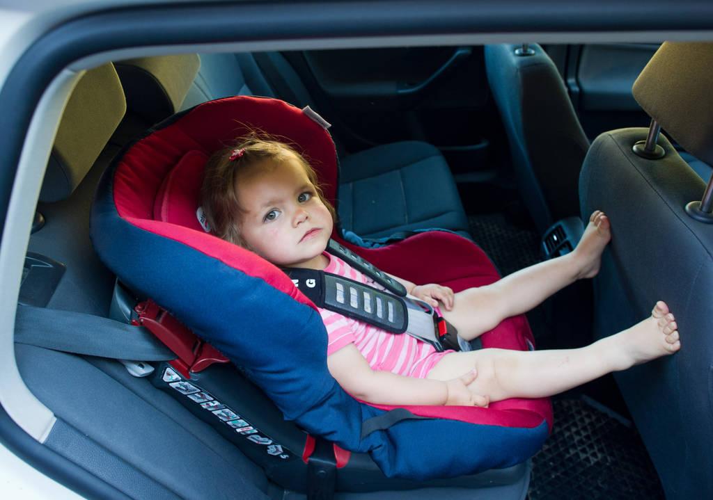 Kinder im Auto bespaßen: Hör- und Ratespiele sind eine Option. (Foto: dpa)