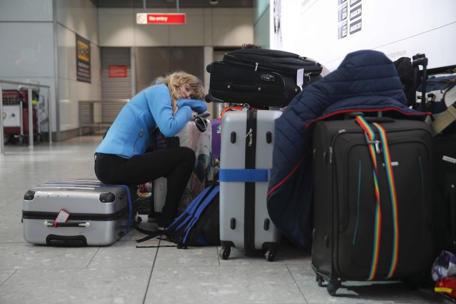 Lange Nächte: Wenn der Flug ausfällt, hilft meistens nur warten. (Foto: afp)
