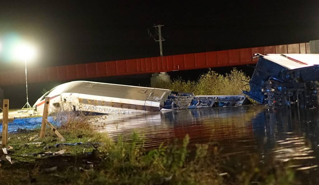 Katastrophe im Elsass: Bei einer Testfahrt verunglückt ein TGV nahe Straßburg - elf Menschen sterben.