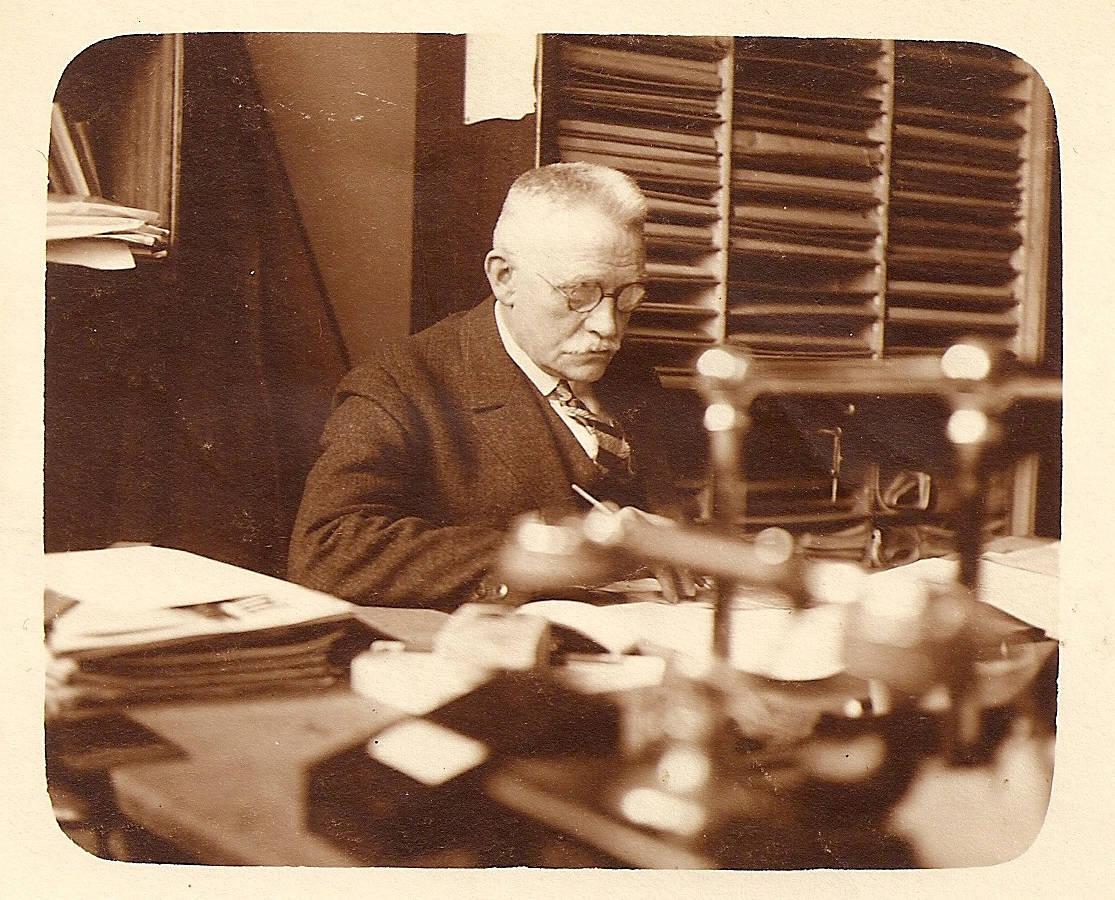 Hermann Lohse in seinem Arbeitszimmer | Quelle: Bestand H. Lohse, ver.di-Archiv