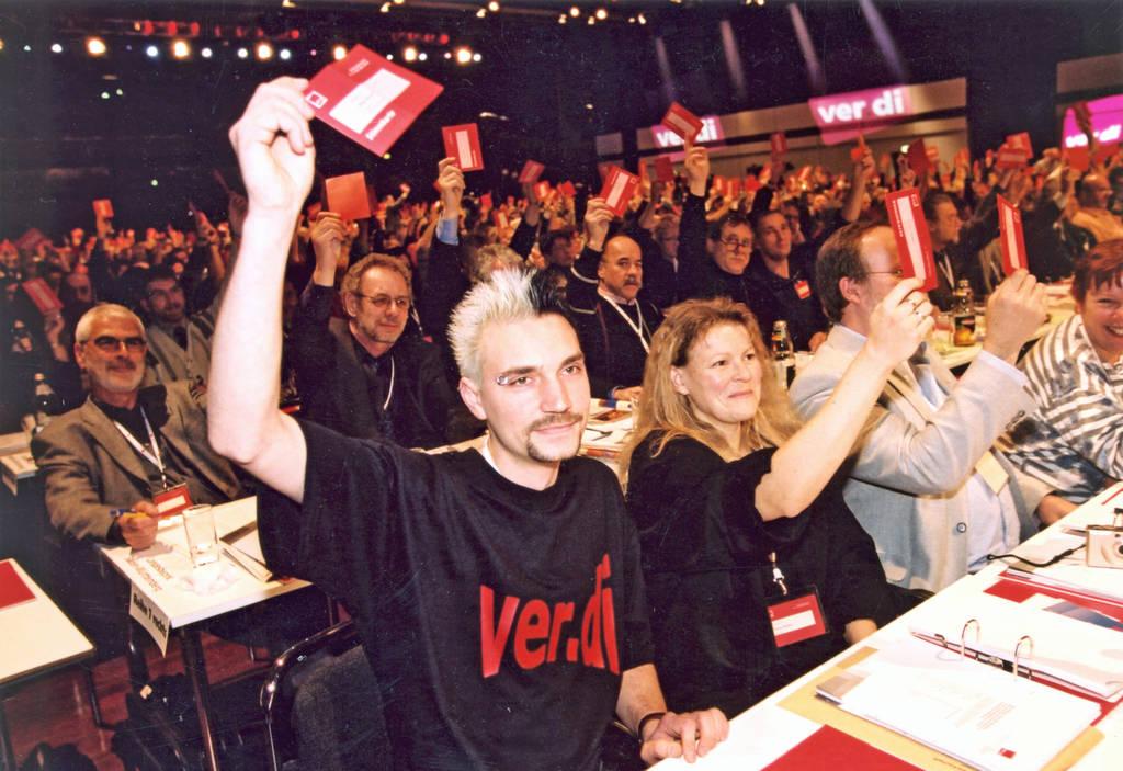 Abstimmung auf dem ver.di-Gründungskongress | ver.di-Archiv
