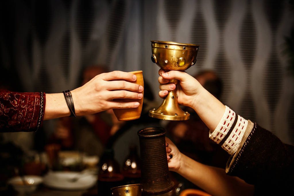 In our day and age, reliving earlier times is a popular experience: a medieval banquet can be a special event or a successful gastronomic concept.