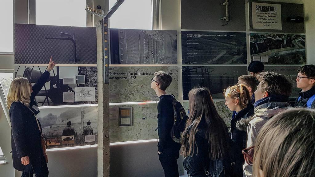 Wigbertschüler besuchen die Ausstellung bei Point Alpha