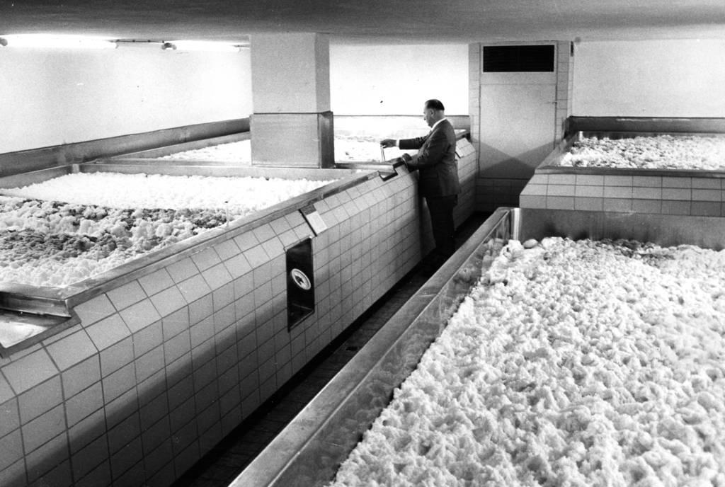 Qualitätskontrolle bei Cluss im Jahr 1976. Foto: Hermann Eisenmenger