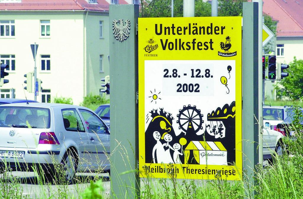 Lange waren Cluss und das Unterländer Volksfest miteinander verbunden. 2002 allerdings schon nicht mehr - auch wenn auf diesem Plakat noch das Wappen abgebildet ist. Eigentlich müsste sich dort ein Palmbräu-Schriftzug befinden. Seit 2009 liefert Haller Löwenbrau das Bier. Foto: Monika Scheffler