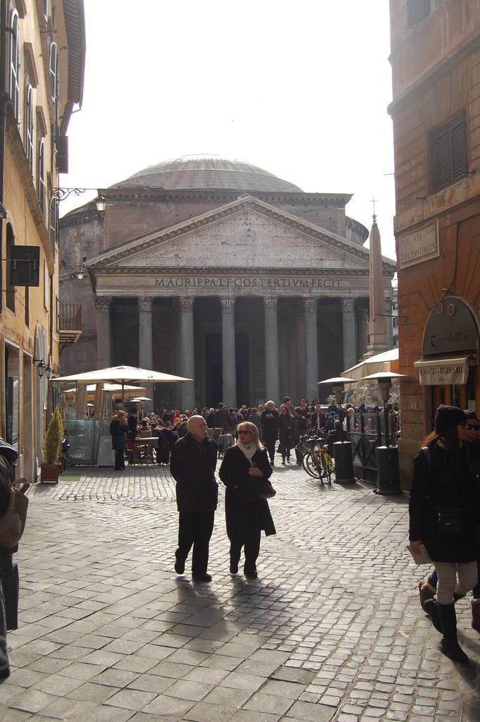 Aus der Perspektive der Manns - Das Pantheon heute von Via Argentina 34 aus gesehen © Dirk Heißerer