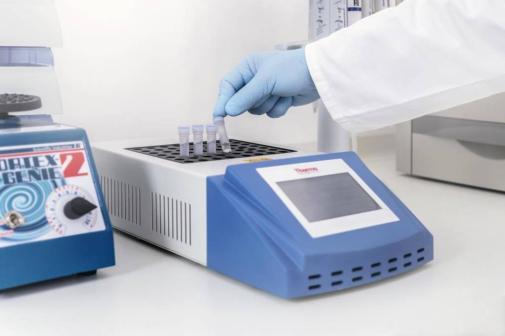 Wasserproben werden bei DyeNA Genetics untersucht.