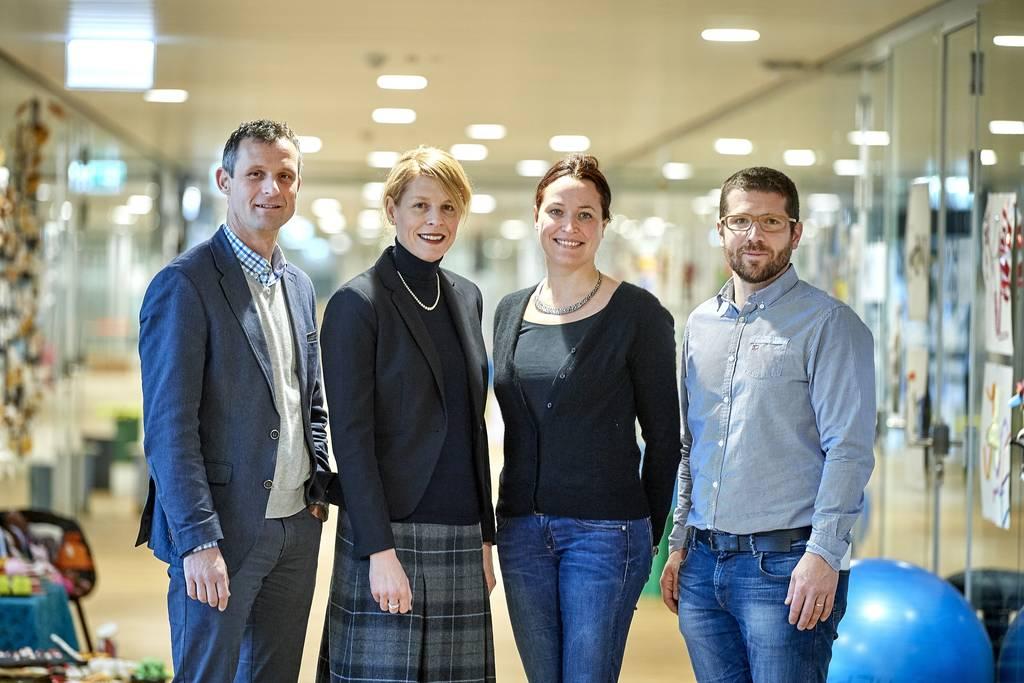 Sie haben zusammen den bilingualen Studiengang entwickelt (v.l.n.r.):  Daniel Steiner (PHBern), Melanie Buser (HEP-BEJUNE), Jésabel Robin (PHBern) und Raphaël Lehmann (HEP-BEJUNE).