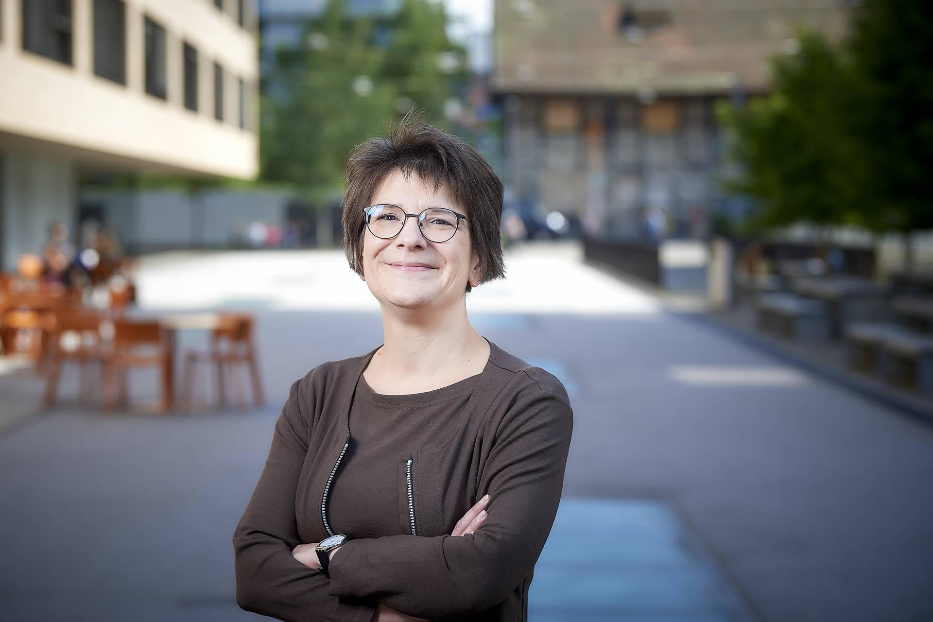 Andrea Schweizer ist die Leiterin des Instituts Sekundarstufe I und verantwortet das hochschulweite Programm zur Individualisierung und Flexibilisierung des Studiums und der Weiterbildung an der PHBern.