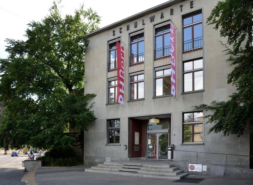 Die ehemalige Schulwarte und heutige Mediothek am Helvetiaplatz 2 steht seit mehr als 130 Jahren im Dienst der Lehrerinnen und Lehrer des Kantons Bern.
