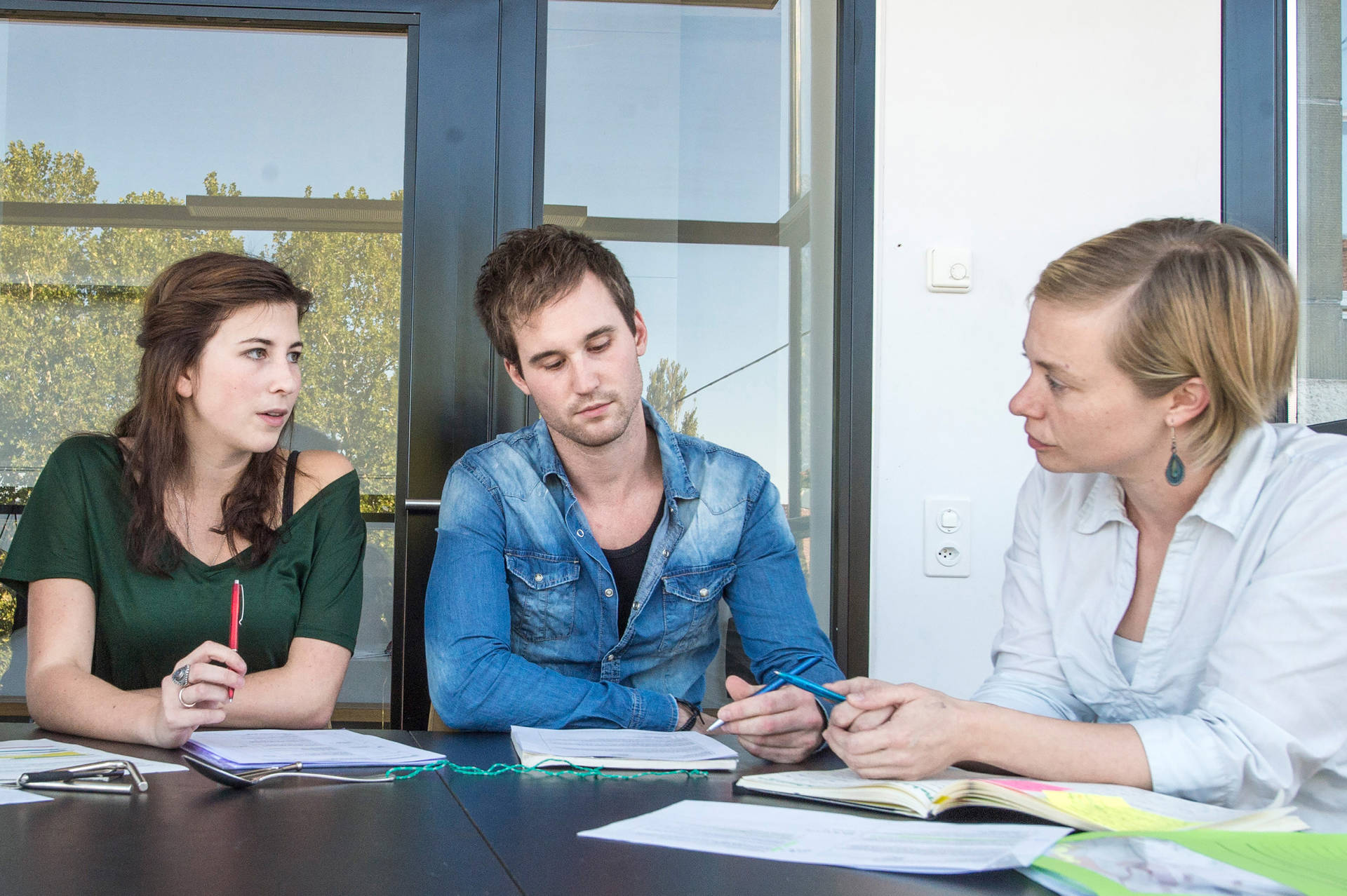 Bei ihren Einsätzen an den Schulen werden die Studierenden von Dozierenden der PHBern sowie von einer Mentorin oder einem Mentor vor Ort unterstützt.