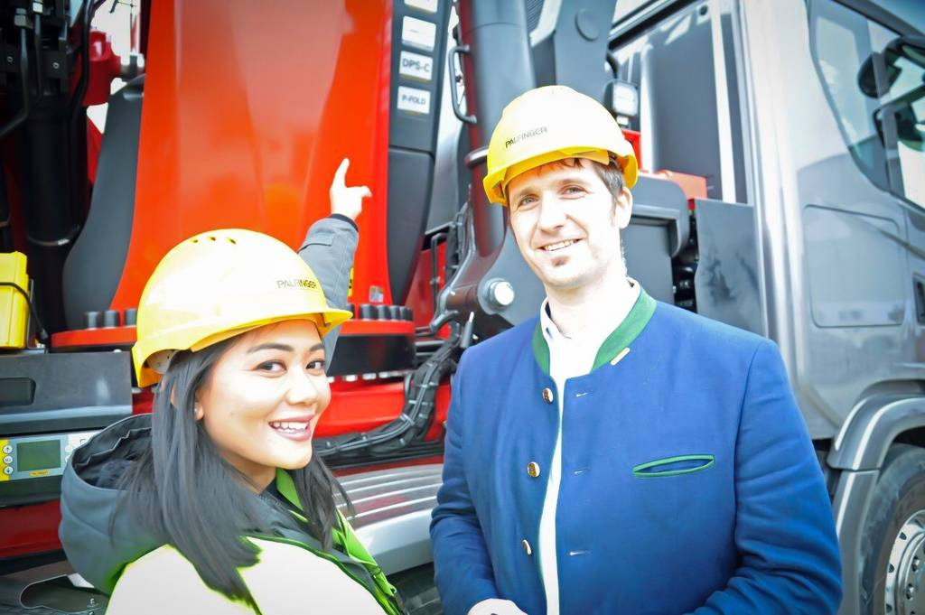 PALFINGER's TEC and SH knuckle boom cranes are the first to use PLUS+1 Connect. Left: Dianne Sunu, Digital Customer Experience Manager, Danfoss. Right: Sebastian Schinwald, PALFINGER.