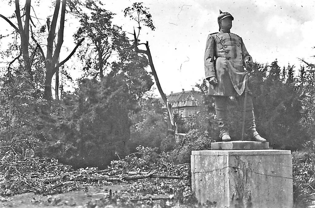 Der Tag danach: Kaum noch ein Baum steht im Pforzheimer Stadtgarten.