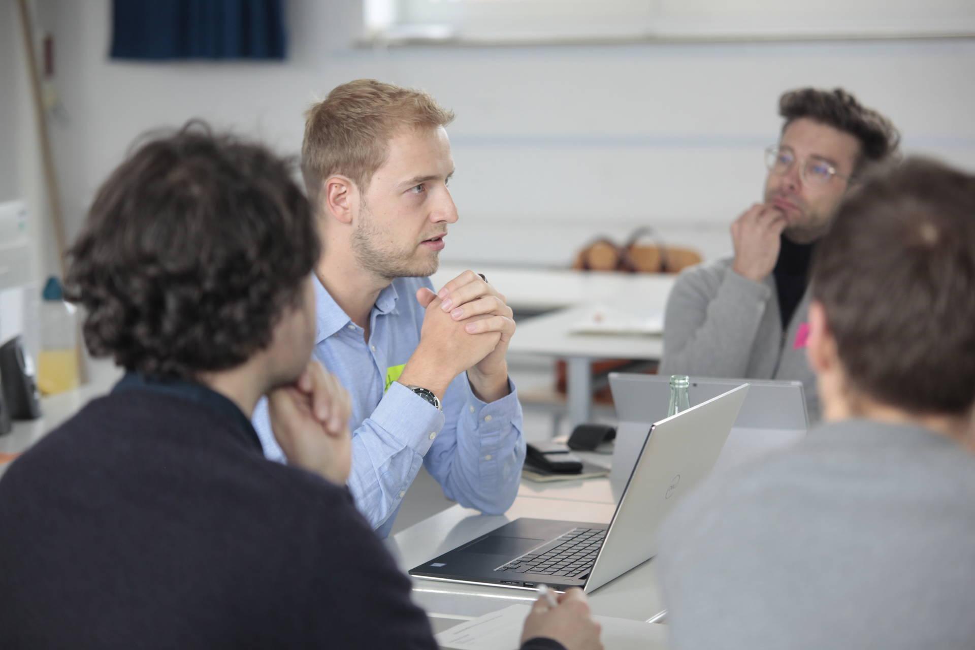 Hannes hat mit vielen Lehrkräften auf dem Pilotschultreffen gesprochen. Das Feedback fließt jetzt direkt in den Entwicklungsprozess der HPI Schul-Cloud ein.