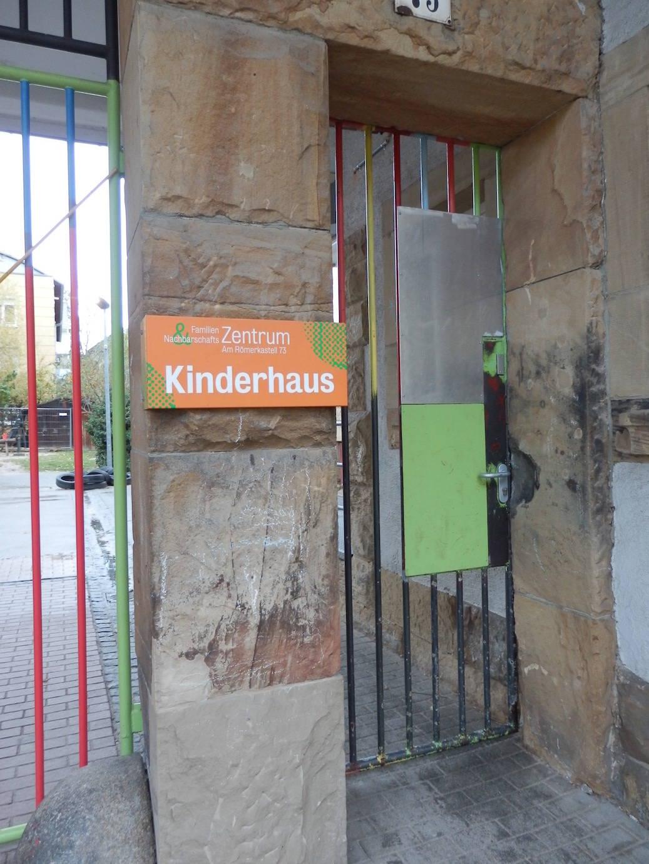 Nachbarschaftszentrum mit sozialen Diensten für Kinder, Jugendliche und Familien