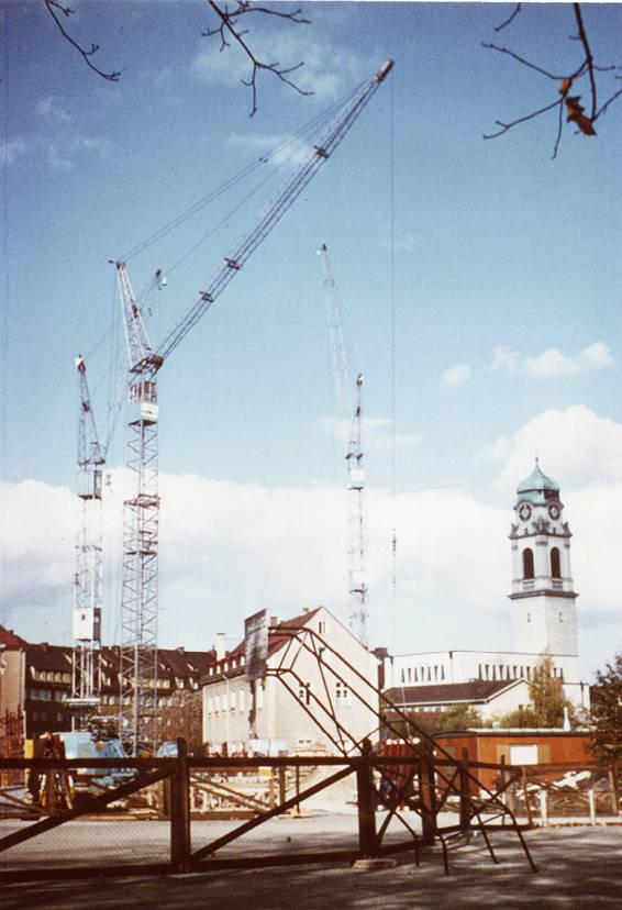 Die Kräne stehen schon bereit:  Das Salesianum bekommt einen neuen Gebäudetrakt.