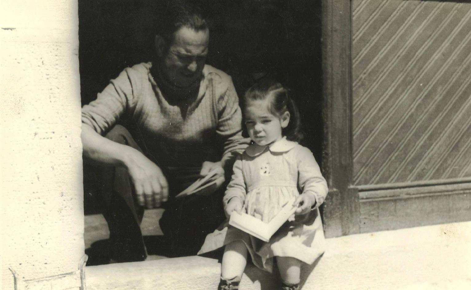 Maria-Mercè Marçal amb el seu pare a Cal Tous
