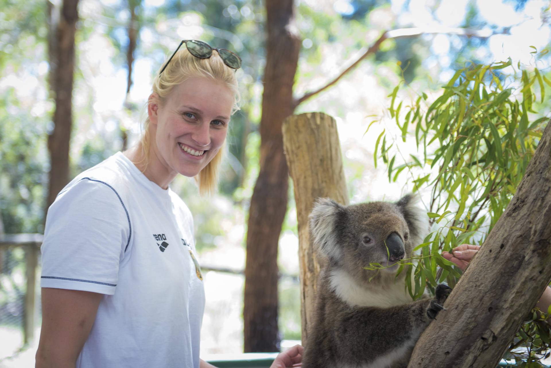 Kirsten Lühr mit Koala-Dame Buffy (Foto: Denis Foemer)