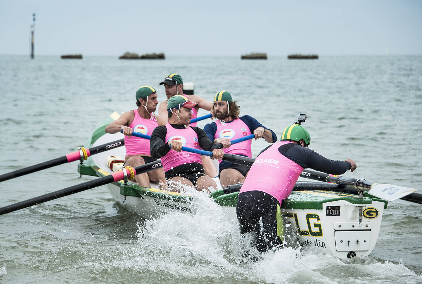 Auch im Programm bei der Weltmeisterschaft: der Wettkampf der Surf Boats (Foto: Steph Dittschar)