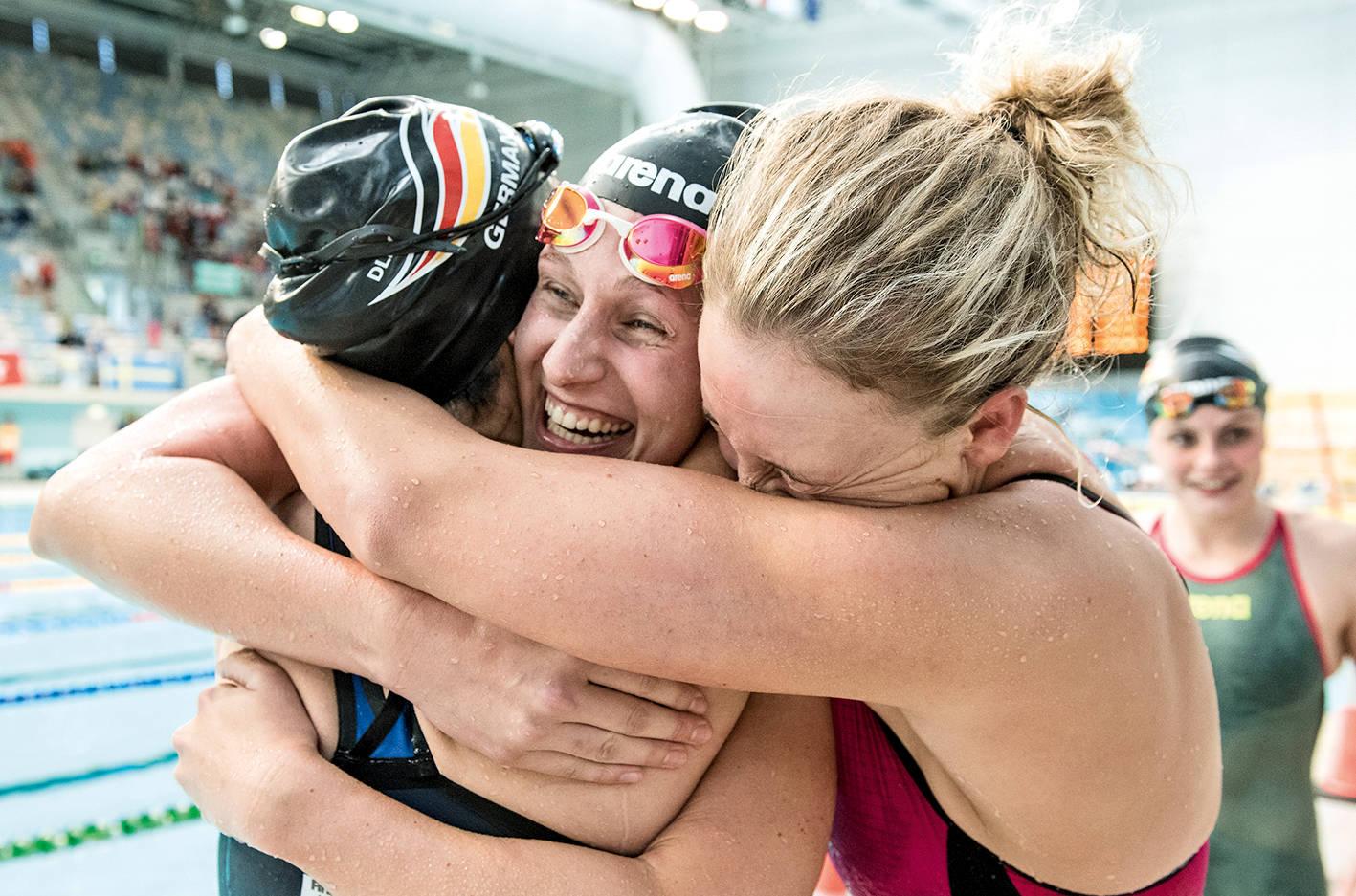 Überraschung gelungen: Jubel über Gold in der Frauen-Staffel (Foto: Steph Dittschar)